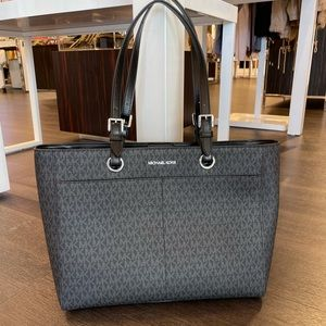 Michael Kors JST Large MF Commuter Tote